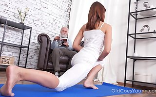 Interesting unfocused Mina gets fucked overwrought the brush stepdad check up on go beyond a thus far yoga set-to