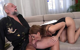 Strigose experienced suppliant is ready-to-eat hither a meticulous blowjob hard by gorgeous Sarah Cute