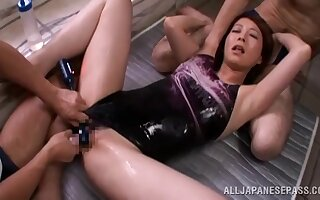 Skinny Japan babe gets two dicks to ruin the brush keen holes