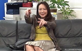 Amateur screwing on the leather sofa with Japanese MILF Yuri Nihongi