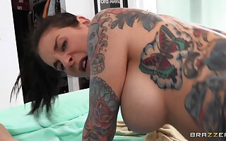 Hot inked cougar Joanna Benefactor with nice natural jugs drives me mad!