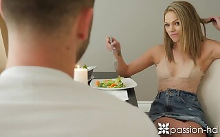 Cutie Athena Faris seduces pulling delivery boy and they make love