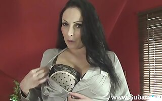 MILF Sophia removes her bra and panties to have some solo fun